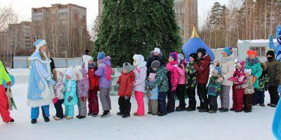 Дед Мороз и Снегурочка попрощались с ИРМ до следующего года.